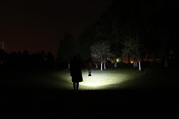 充電式LED作業灯点灯写真